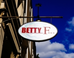 Sign Betty F***